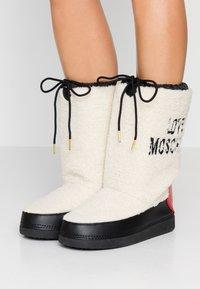 Love Moschino - Vinterstøvler - offwhite - 0