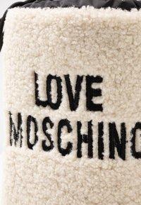Love Moschino - Zimní obuv - offwhite - 2