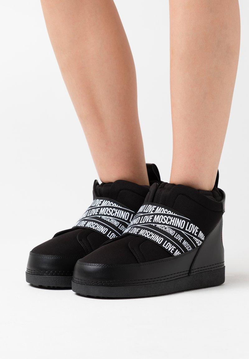 Love Moschino - WINTER LOVE - Winter boots - black
