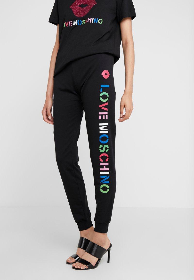 Love Moschino - JOGGER LIP - Teplákové kalhoty - black