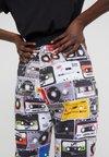Love Moschino - Jogginghose - cassette
