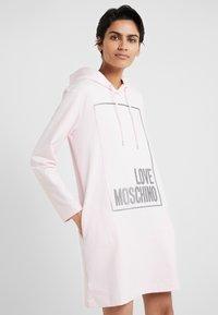 Love Moschino - Korte jurk - pink - 0