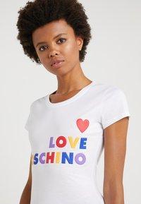 Love Moschino - Triko spotiskem - opitcal white - 3