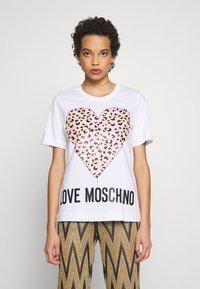 Love Moschino - Triko spotiskem - optical white - 0