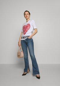Love Moschino - Print T-shirt - optical white - 1