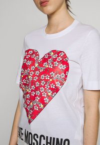 Love Moschino - Print T-shirt - optical white - 5