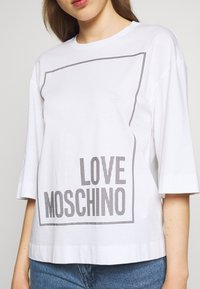 Love Moschino - Print T-shirt - optical white - 5