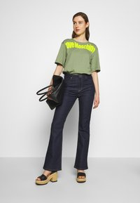 Love Moschino - Print T-shirt - green - 1