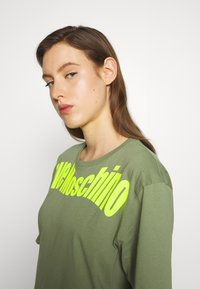 Love Moschino - Print T-shirt - green - 3
