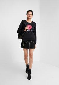 Love Moschino - LIP - Sweatshirt - black - 1