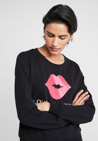 Love Moschino - LIP - Sweatshirt - black - 4