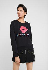 Love Moschino - LIP - Sweatshirt - black - 0
