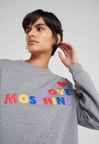 Love Moschino - Mikina - medium grey - 4