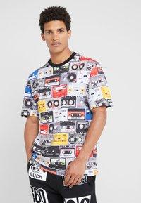 Love Moschino - CASETTE - Print T-shirt - multi-coloured - 0