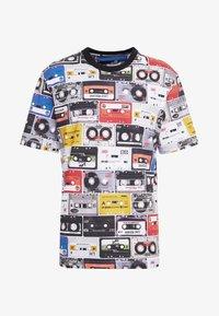 Love Moschino - CASETTE - Print T-shirt - multi-coloured - 3