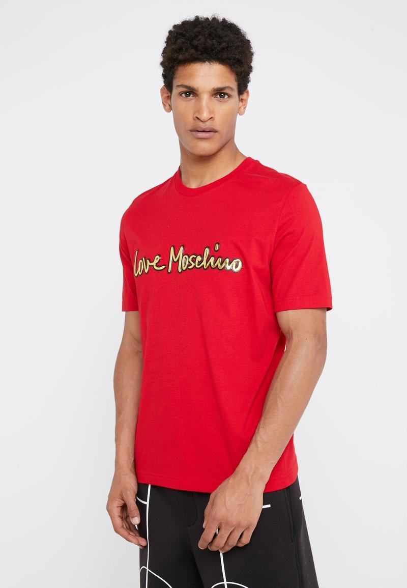 Love Moschino - GOLD LOGO - Print T-shirt - red