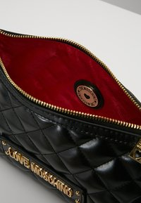 Love Moschino - QUILTED SOFT CROSSBODY - Across body bag - nero - 4