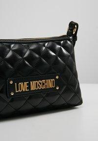 Love Moschino - QUILTED SOFT CROSSBODY - Across body bag - nero - 6