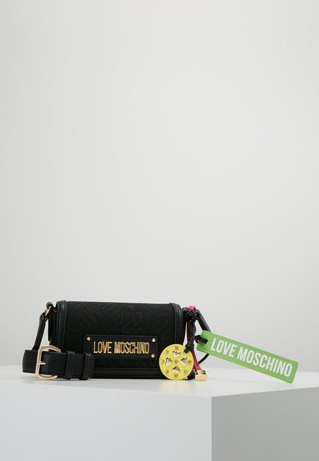ALLOVER LOGO BUMBAG - Umhängetasche - black