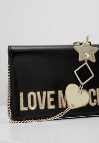 Love Moschino - Across body bag - nero - 6