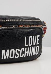 Love Moschino - Rumpetaske - multi - 2