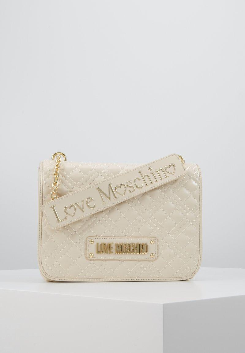 Love Moschino - Taška spříčným popruhem - ivory