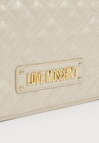 Love Moschino - Taška spříčným popruhem - ivory - 6