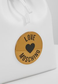 Love Moschino - Borsa a mano - bianco - 8
