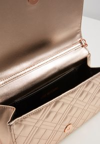 Love Moschino - Across body bag - rose gold - 5