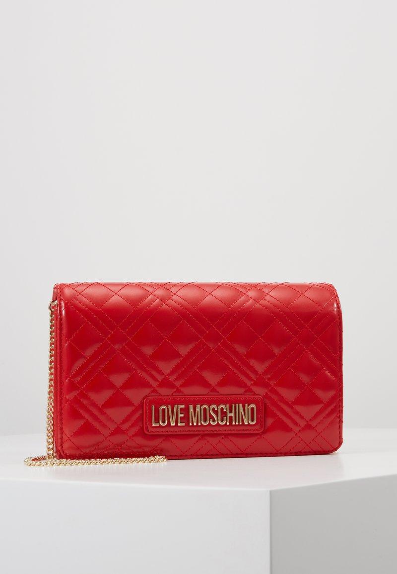 Love Moschino - Taška spříčným popruhem - red