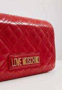 Love Moschino - Taška spříčným popruhem - red - 2