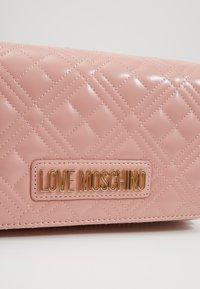 Love Moschino - Taška spříčným popruhem - rosa - 2