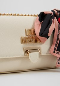 Love Moschino - Borsa a tracolla - ivory - 2