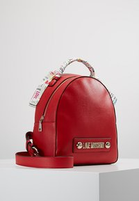 Love Moschino - SCARF BACKPACK - Sac à dos - red - 3