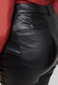 Lost Ink Plus - COATED SKINNY TROUSER - Pantalones - black - 4