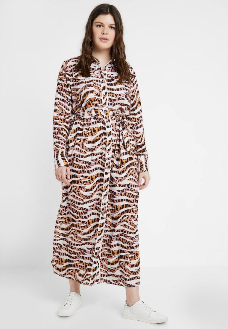 Lost Ink Plus - DRESS IN ANIMAL PRINT - Maxi dress - multi