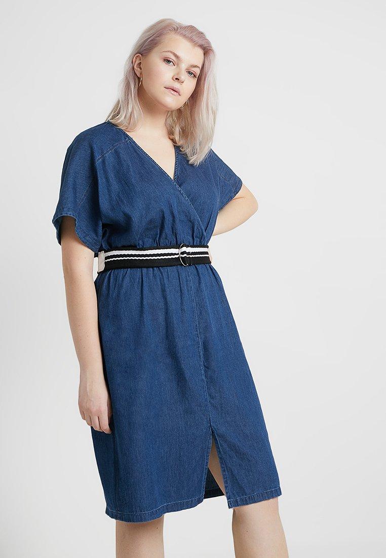 Lost Ink Plus - DRESS WITH WRAP BELT - Spijkerjurk - blue denim