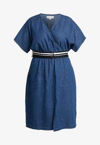Lost Ink Plus - DRESS WITH WRAP BELT - Spijkerjurk - blue denim - 4