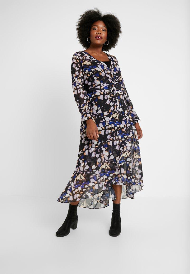 Lost Ink Plus - DRESS IN BUTTERFLY PRINT - Denní šaty - multi