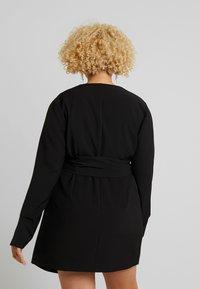 Lost Ink Plus - WRAP BELTED MIDI DRESS - Denní šaty - black - 2