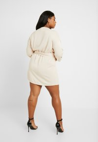 Lost Ink Plus - BELTED BUCKLE WRAP DRESS - Strikket kjole - cream - 3