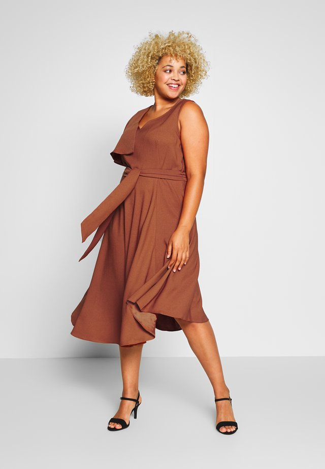 FRILL SHOULDER TIE WAIST MIDI DRESS - Korte jurk - rust
