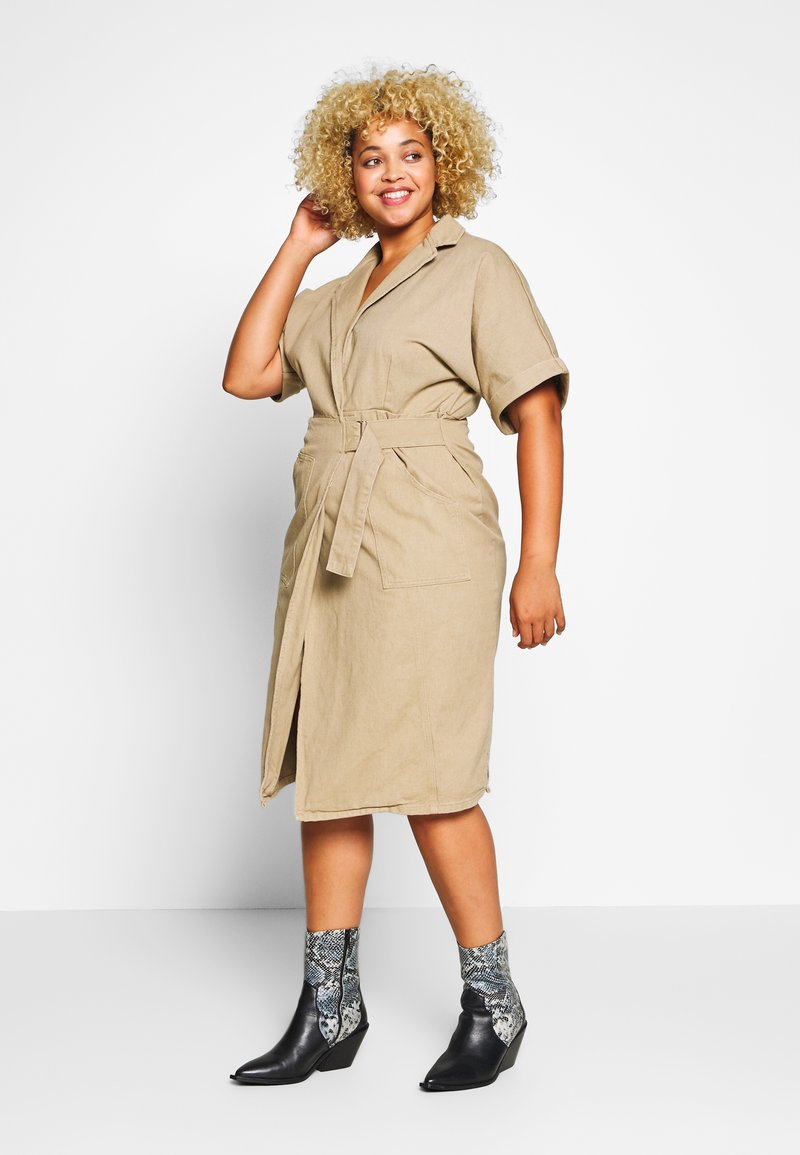 Lost Ink Plus - UTILITY WRAP DRESS - Denimové šaty - beige