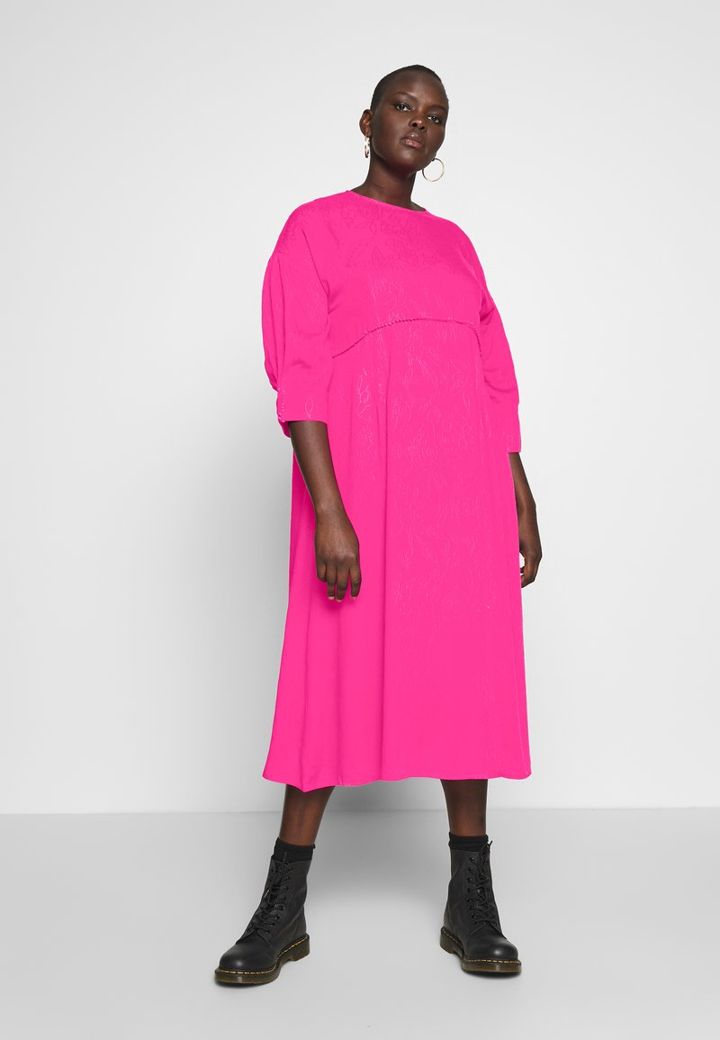 Lost Ink Plus - TRIM DETAIL MIDI DRESS - Denní šaty - pink