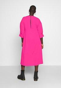 Lost Ink Plus - TRIM DETAIL MIDI DRESS - Denní šaty - pink - 2