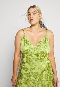 Lost Ink Plus - JACQUARD WRAP STRAPPY MIDI DRESS - Denní šaty - green - 3