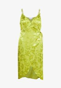 Lost Ink Plus - JACQUARD WRAP STRAPPY MIDI DRESS - Denní šaty - green - 4