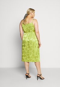 Lost Ink Plus - JACQUARD WRAP STRAPPY MIDI DRESS - Denní šaty - green - 2