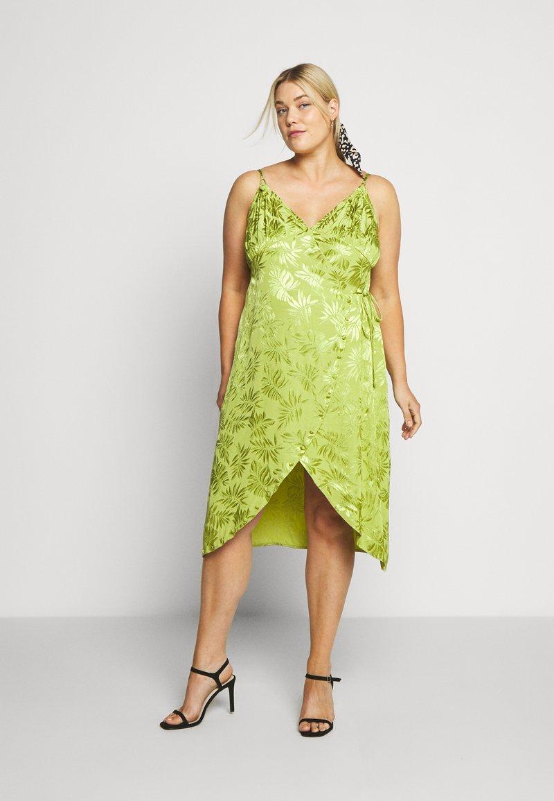 Lost Ink Plus - JACQUARD WRAP STRAPPY MIDI DRESS - Denní šaty - green