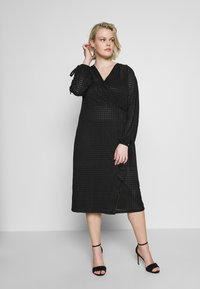 Lost Ink Plus - TIE DETAIL MIDI DRESS - Trikoomekko - black - 0